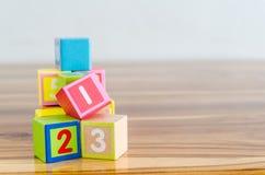 Деревянные кубы игрушки стоковое фото rf