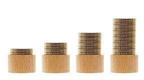 Деревянные кучи денег, растущего дела стоковое фото
