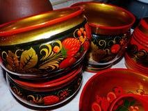 Деревянные ложки и tableware кухни closeup Khokhloma - старое русское фольклорное столетие ремесла XVII стоковые изображения