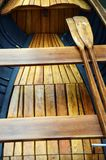 Деревянные маленькая лодка и затворы Стоковое фото RF