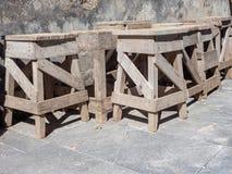 Деревянные мольберты для каменных скульпторов стоковое изображение rf