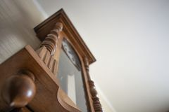 Деревянные настенные часы стоковые изображения rf