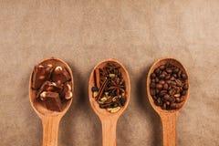 Деревянные ложки с специями десерта Стоковое Фото