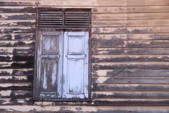 Деревянные окна старого дома Стоковая Фотография RF