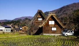 Деревянные дома в исторических деревнях Shirakawa-идут Стоковая Фотография