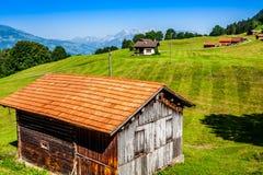Деревянные дома в Malbun в Лихтенштейне, Европе стоковое изображение rf