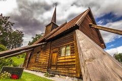 Деревянные доски Rodven ударяют церковь, Норвегию стоковое фото rf