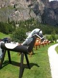 Деревянные лошади для childs в хате горы Стоковые Фото