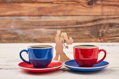 Деревянные пары и чашки формы стоковая фотография rf
