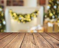 Деревянные планки против запачканных светов рождества Стоковые Изображения RF