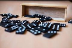 Деревянные плитки домино стоковая фотография