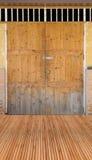 Деревянные пол и дверь Стоковые Изображения