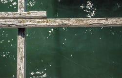 Деревянные предкрылки над водой стоковые фотографии rf
