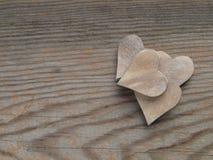 Деревянные предпосылка и сердца Стоковая Фотография RF
