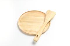 Деревянные плита или поднос с флиппером или лопатой изолировали белую предпосылку Стоковое Изображение RF