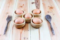 Деревянные плиты, деревянная вилка, деревянная ложка на деревянной предпосылке Стоковая Фотография RF