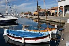 Деревянные рыбацкие лодки с снаряжением плавания Стоковая Фотография