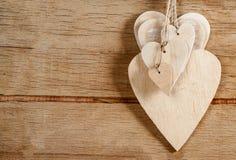 Деревянные сердца на деревянной предпосылке Стоковое Фото