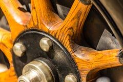 Деревянные спицы оправы колеса стоковое фото rf