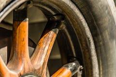 Деревянные спицы оправы колеса стоковые фотографии rf
