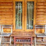 Деревянные стул и таблица Стоковая Фотография RF