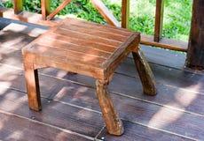 Деревянные стулья на крылечке Стоковые Фотографии RF