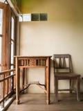 Деревянные таблица и стул Стоковое Изображение RF