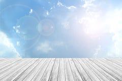Деревянные терраса и небо Стоковое Изображение RF