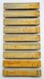 Деревянное fingerpost на стене Стоковые Фото