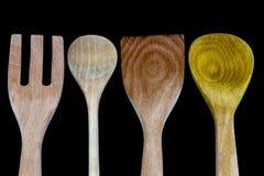 Деревянные утвари кухни на черной предпосылке Стоковое Фото