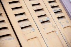 деревянные штарки на традиционном эльзасском доме Стоковая Фотография RF