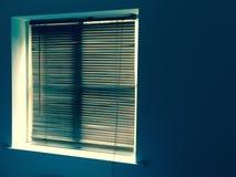 Деревянные шторки перед окном Стоковое фото RF