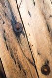 Деревянные электрические вьюрки провода, конец вверх по предпосылке Стоковое Изображение RF