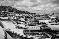 Деревянные tailboats приближают к острову Phi Phi Стоковая Фотография RF
