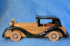Деревянный автомобиль. Стоковое Фото