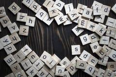 Деревянный алфавит блоков на деревянном столе стоковые фотографии rf