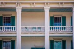 Деревянный балкон на доме Стоковые Фотографии RF