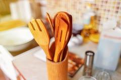 Деревянный близкий взгляд утварей кухни Стоковое Изображение