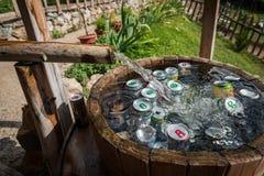 Деревянный бочонок используемый для охлаждая напитков стоковые фотографии rf