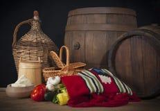 Деревянный бочонок и этническая сумка Стоковое Изображение