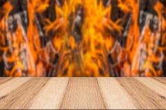 Деревянный верхний огонь места Стоковые Изображения