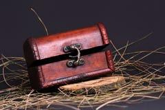 Деревянный винтажный комод на черноте Стоковая Фотография RF