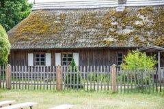 Деревянный винтажный дом журнала Стоковое Изображение RF