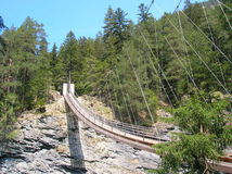 Деревянный висячий мост в ущелье Viamala Стоковое фото RF