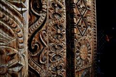 Деревянный высекать на индийском виске стоковое фото rf