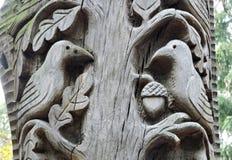 Деревянный высекать, птицы Стоковое Изображение