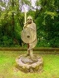 Деревянный высекать средневекового солдата Стоковое Изображение RF