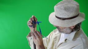 Деревянный гравер на работе сток-видео