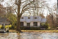 Деревянный дом в del Parana перепада, Tigre Буэносе-Айрес Аргентине стоковое изображение rf