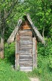Деревянный дом туалета Стоковые Фотографии RF